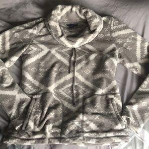 Fleece pullover medium